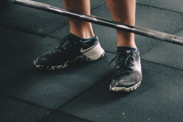 woman in nike metcon crossfit shoes