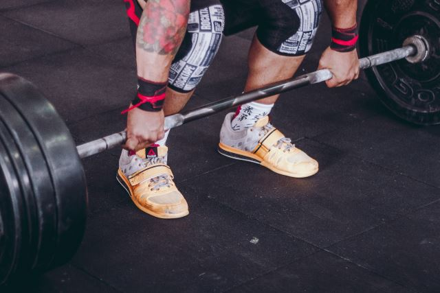 deadlift with weightliftig shoes